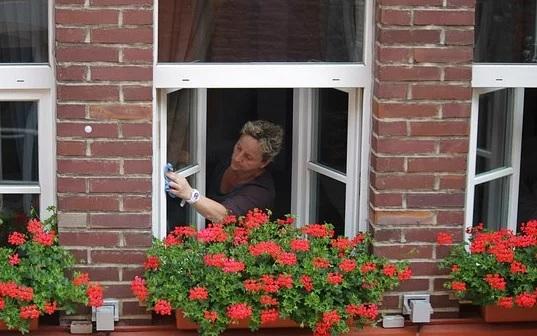 Úklidové služby - mytí oken, výloh, prosklených ploch