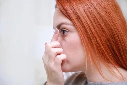 Odborné poradenství při výběru vhodných kontaktních čoček