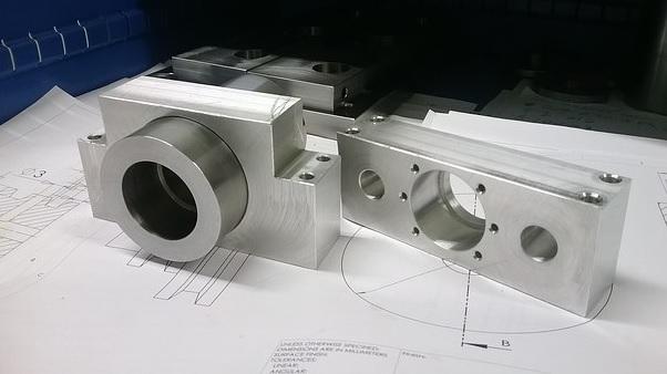 Zakázková výroba kovových konstrukcí, dílenského vybavení, regálů