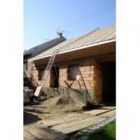 Dopravník Larz - doprava stavebního materiálu na šikmé střechy