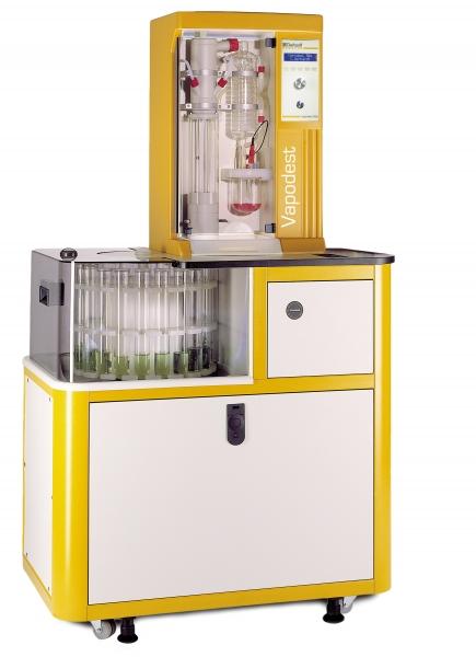 Destilační systém pro laboratoře s velkým množstvím vzorků