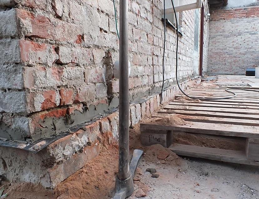 Mechanická izolace zdiva - podřezání strojní řetězovou pilou
