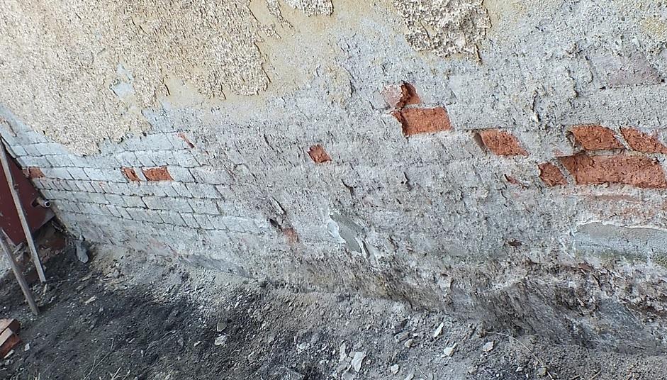 Příprava zdiva před podřezáním diamantovým lanem