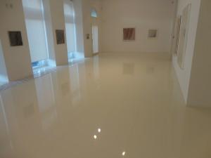 Designové pryskyřičné podlahy do galerií a výstavních hal