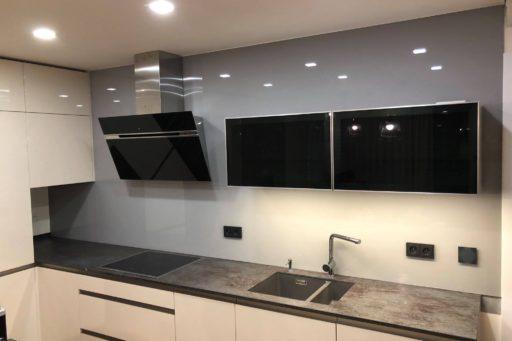 Montáž skleněných kuchyňských obkladů