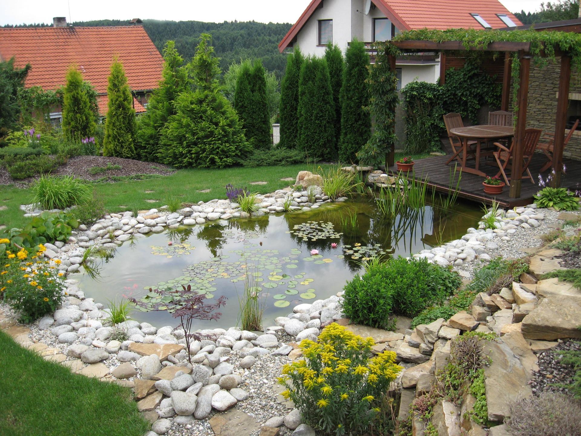 Vybudování zahradního posezení i jezírka, zahrady na klíč