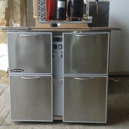 Chladicí barové stoly v bazaru s gastro zařízením