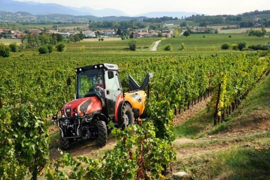 Traktory pro práci ve vinohradu - SYNPRO, s.r.o. Velké Bílovice