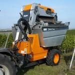 Stroje na sklízení hroznů od firmy SYNPRO, s.r.o.