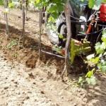 Stroje na zpracování půdy ve vinohradu
