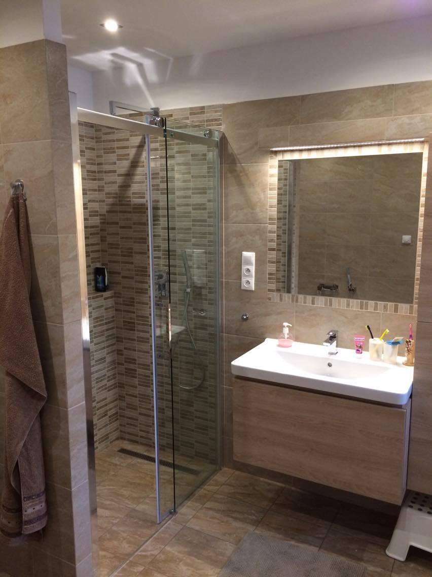 Přestavba koupelen, bourací a zednické práce