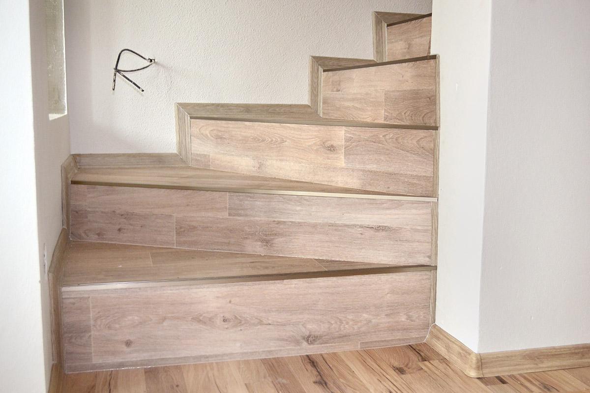 Pokládka vinylové podlahoviny, PVC na schodiště