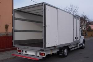 Skříňové voštinové nástavby nákladních automobilů