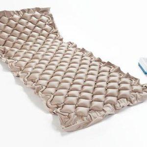 Aktivní antidekubitní matrace pro dlouhodobě ležící pacienty