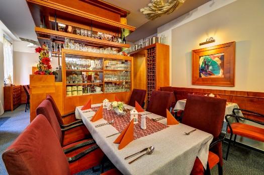 Restaurace hotelu IBERIA pro společenské a firemní akce