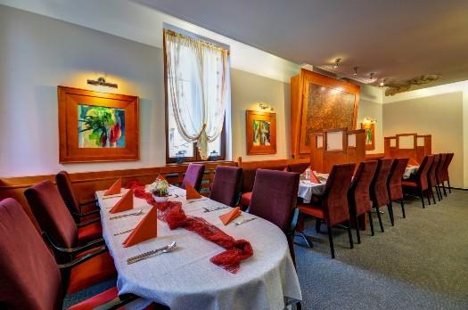 Polední chutné menu v hotelové restauraci v centru Opavy