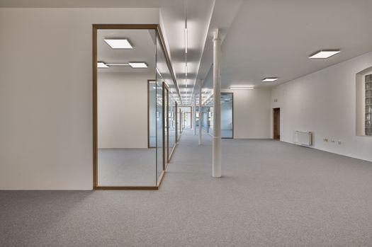 Elegantní a praktické dělení kancelářských a komerčních prostor