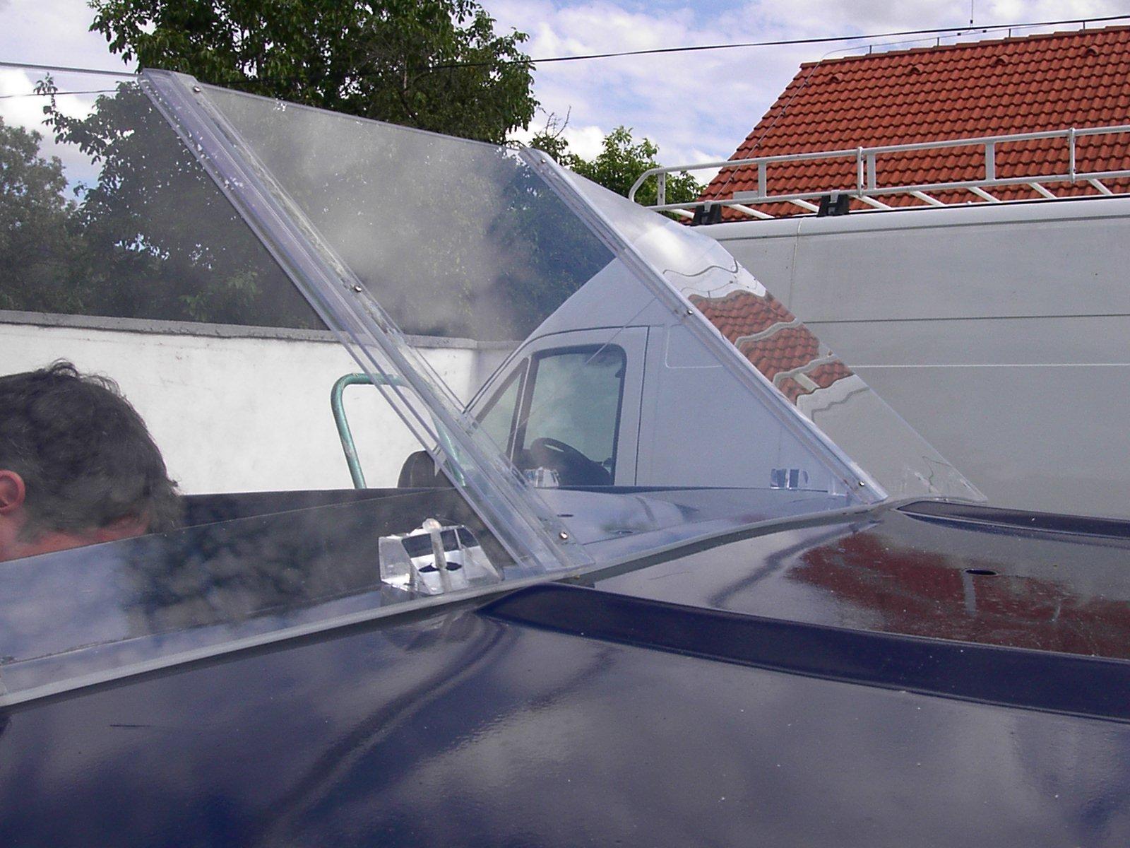 Kasička na peníze z plexiskla vyrobena firmou MOOS s.r.o.
