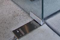 Stavební kování - podlahové zavírače GEZE