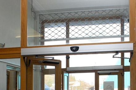 Automatické otočné dveře Spedos s elektrickým pohonem