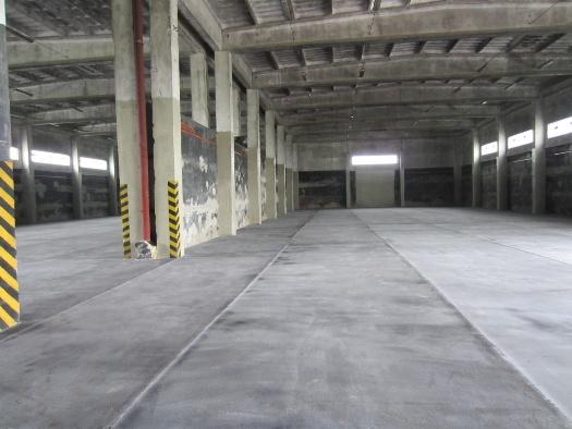 Lité asfaltové podlahy v zemědělských skladovacích halách