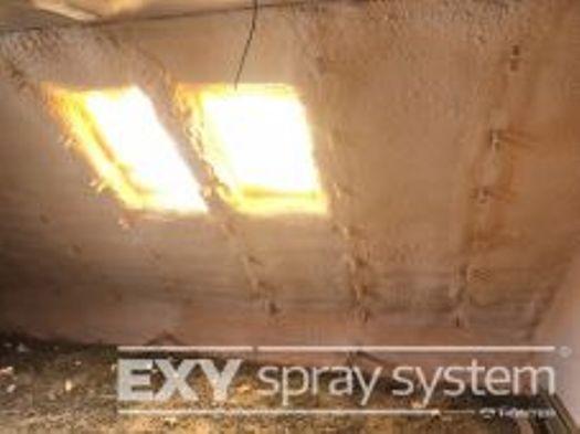Stříkaná pěnová tepelná izolace staveb