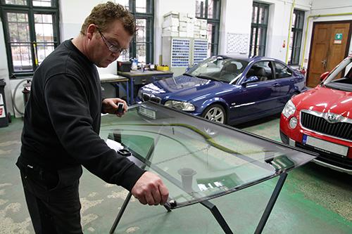 Výměna čelních a zadních skel u osobních vozů, Brno