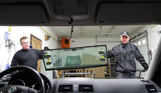 Výměna a oprava čelních a zadních skel osobních automobilů, Brno