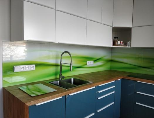 Grafické sklo jako skleněný obklad do kuchyní