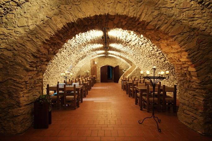 Pronájem červené vinárny pro Vaše firemní školení nabízí Hotel Zámek Valeč