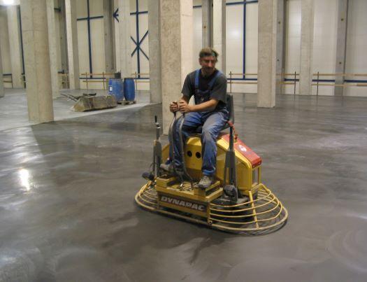 Pokládka betonových podlah do průmyslových provozů
