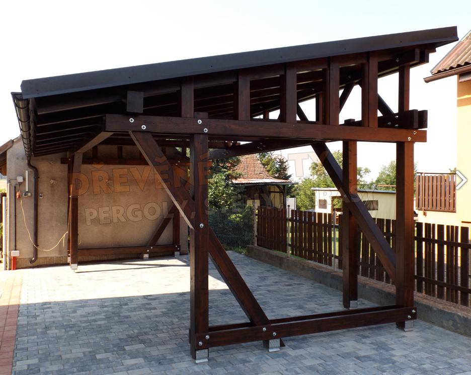 Kvalitní dřevěná garážová stání