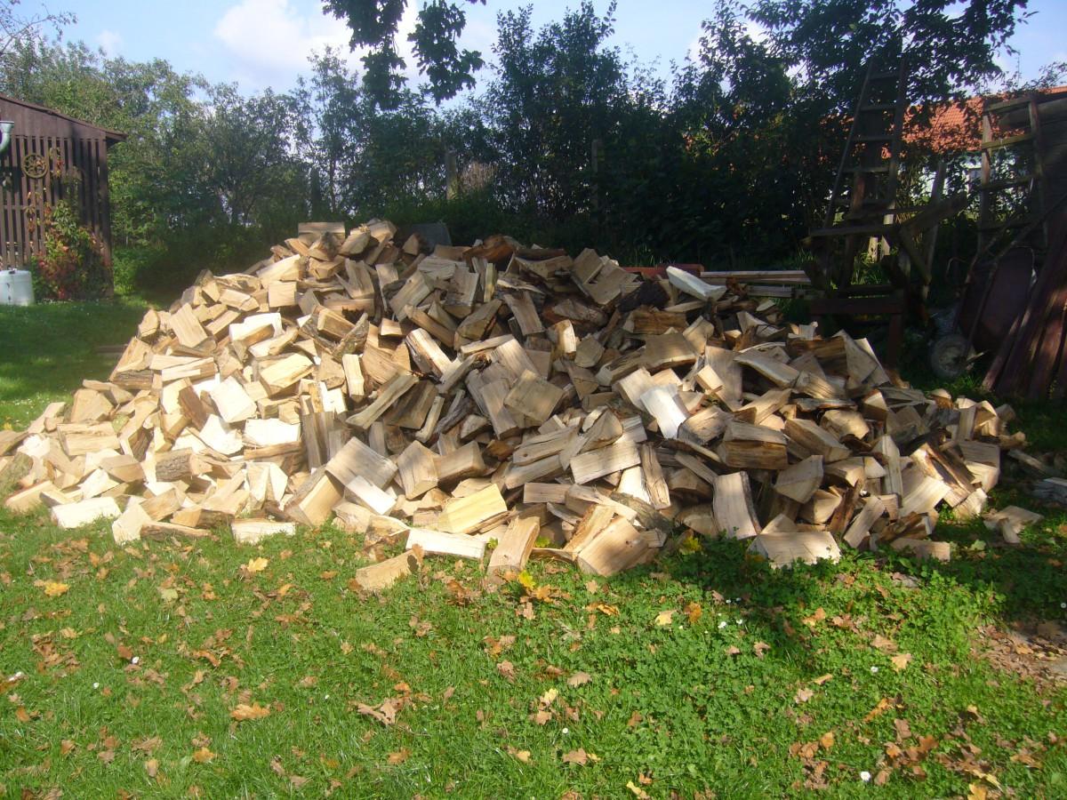 Prodej měkkého i tvrdého palivového dřeva - Wood Rakušan Mladoňovice