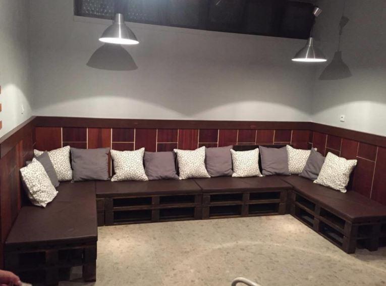 Nábytek z palet do Vaší restaurace od společnost Pila Benda s.r.o. Vás zaručeně odliší od konkurence