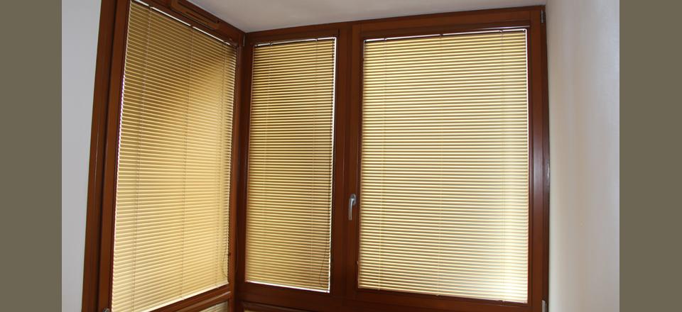 Horizontální žaluzie pro Vaše okna dodává společnost Záclony - Ladislav Daněk.