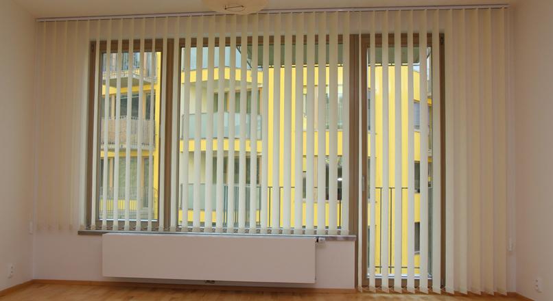 Vertikální žaluzie od společnosti Záclony - Ladislav Daněk se hodí do každé kanceláře, ale i do bytu.