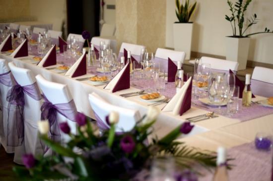 Profesionální catering, slavnostně prostřená tabule