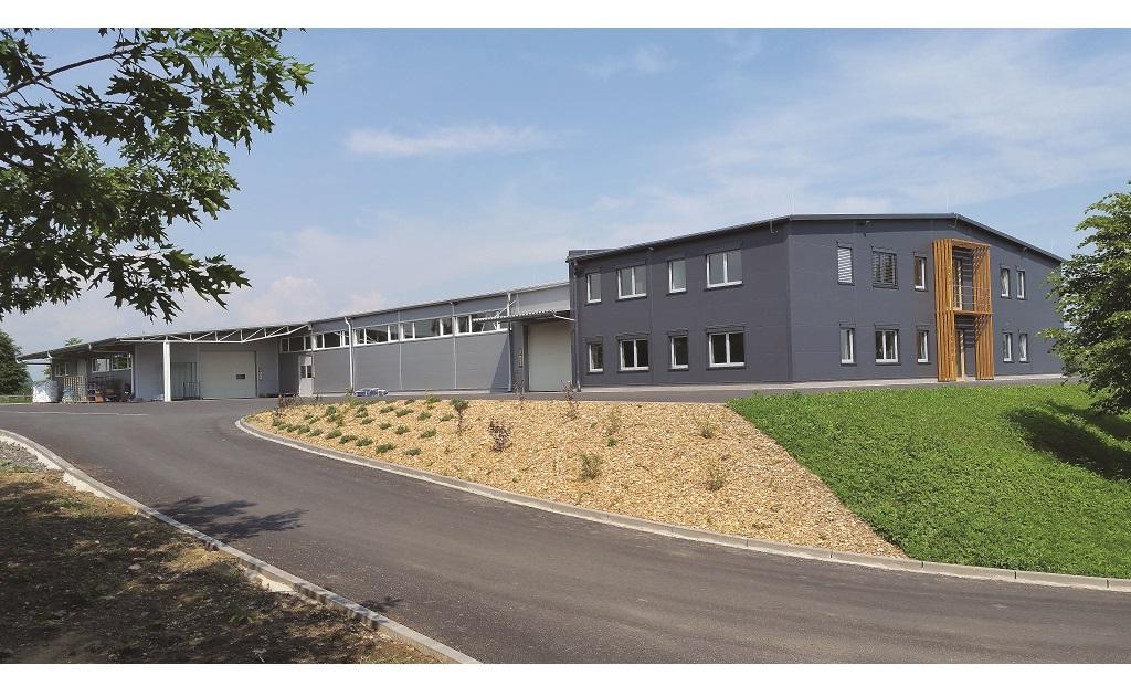 Dřevěné i plastové dveře f&m obohatí prostor domu nebo bytu