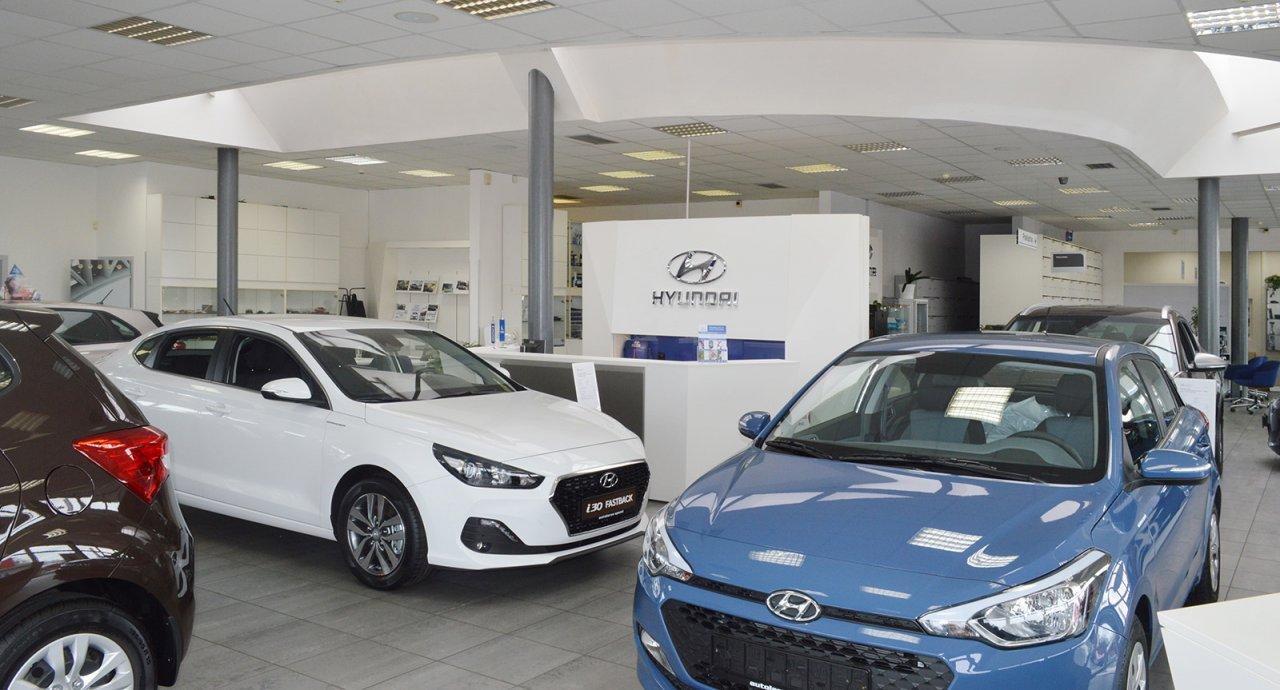 Interiér autosalonu Hyundai - nová a předváděcí vozidla