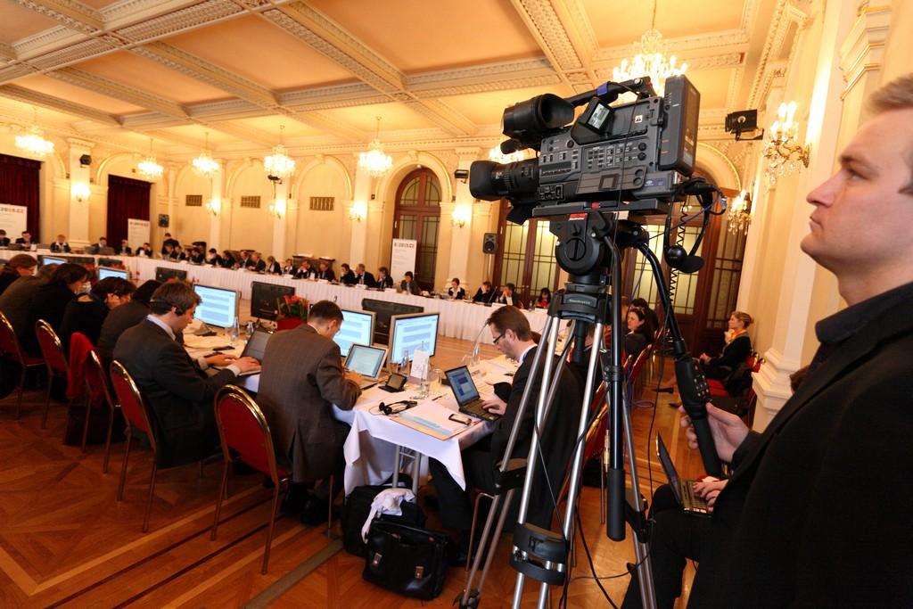 Kvalitní audio a video technika pro kongresy a zasedání