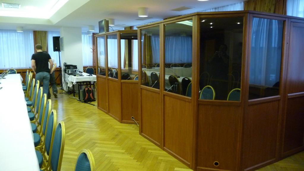 Tlumočnické kabiny pro mezinárodní akce