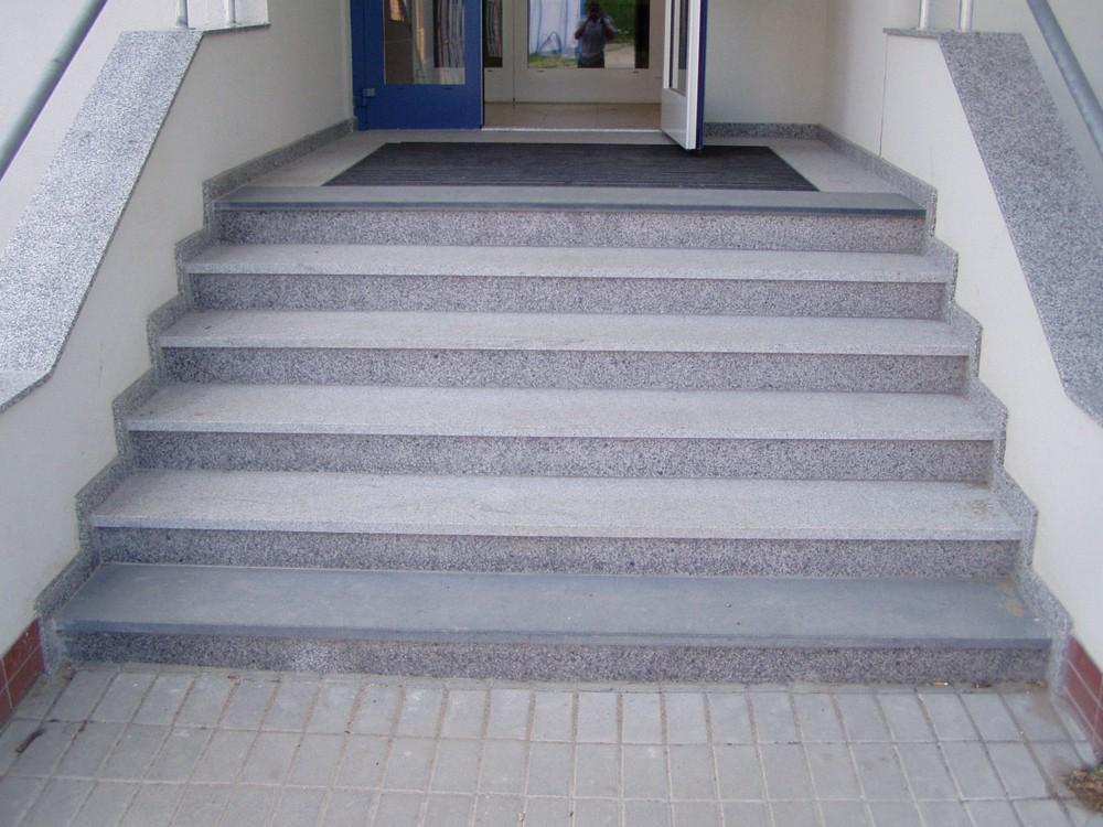 Jedinečné schodiště z kamene či žuly Vám vyrobí společnost Kamenosochařství Benešovský Antonín