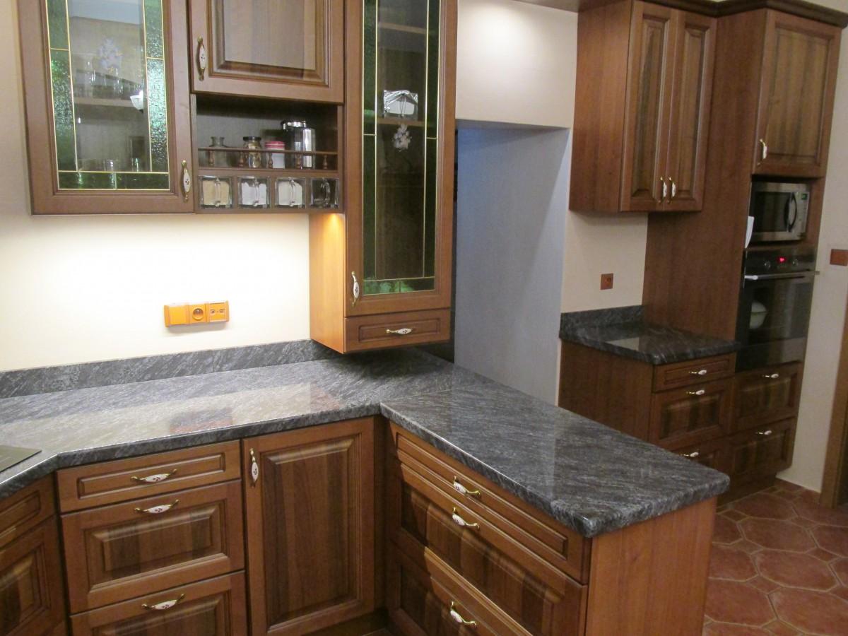 Pořiďte si nádhernou kuchyňskou desku z kamene či žuly od společnosti Kamenosochařství Benešovský Antonín.