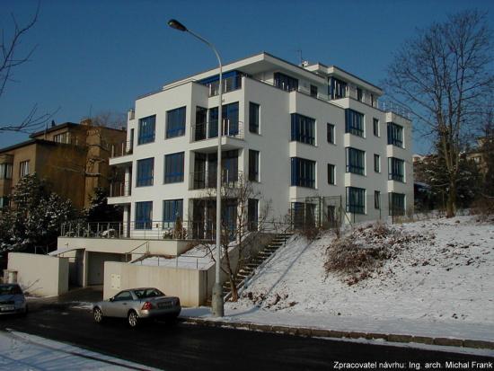 Výstavba rezidenčních domů včetně garází, SPING STAV s.r.o. Praha