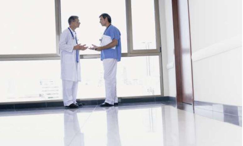 Bezpečná a hygienická podlaha v nemocnicích díky ochranným materiálům od společnosti Dema-servis.