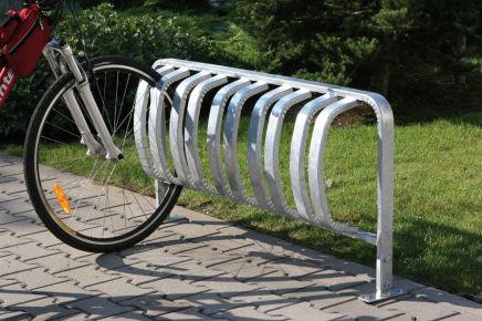 Kovové stojany na kola a další městský mobiliář od Enprag s.r.o.