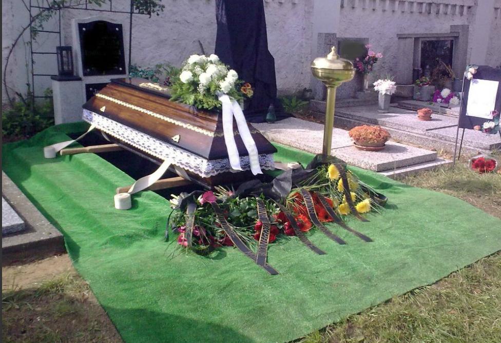 Květinová výzdoba při pohřbu