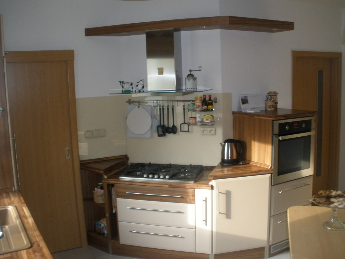 Kuchyňský nábytek včetně kování, spotřebiče do kuchyní, Jan Forman, Moravský Krumlov