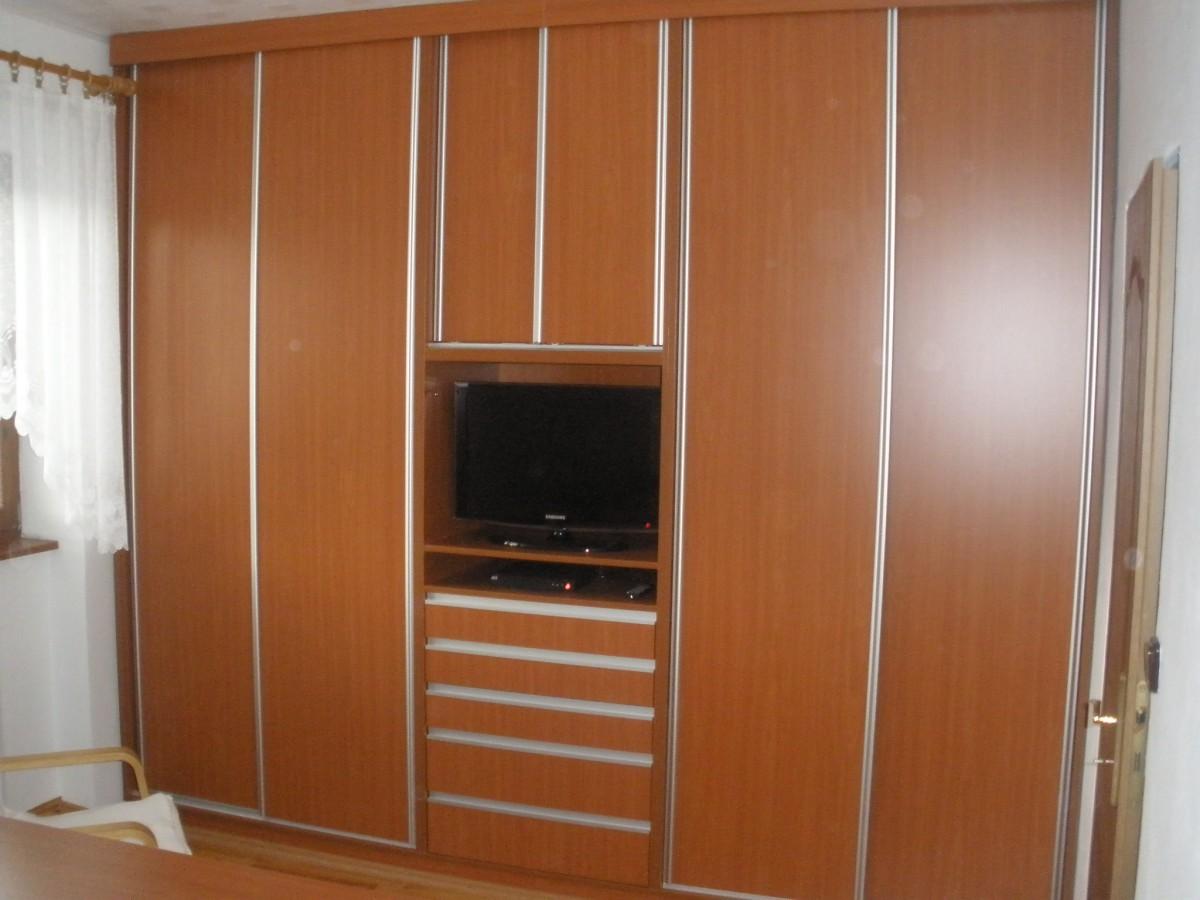Výroba vestavěných skříní a úložného prostoru na míru, Znojemsko