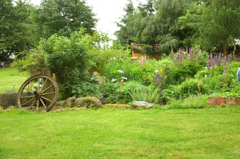 Ekologické pěstování bylin, Ukázková přírodní zahrada Bochníčkovi, Mutišov